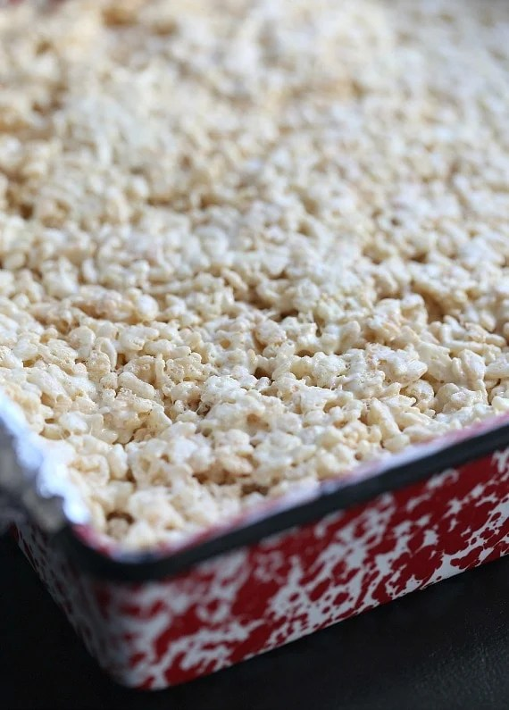 Lemon Meringue Krispie Treats ~ Flavoring krispie treats with a pudding mix is a simple and easy way to change them up!