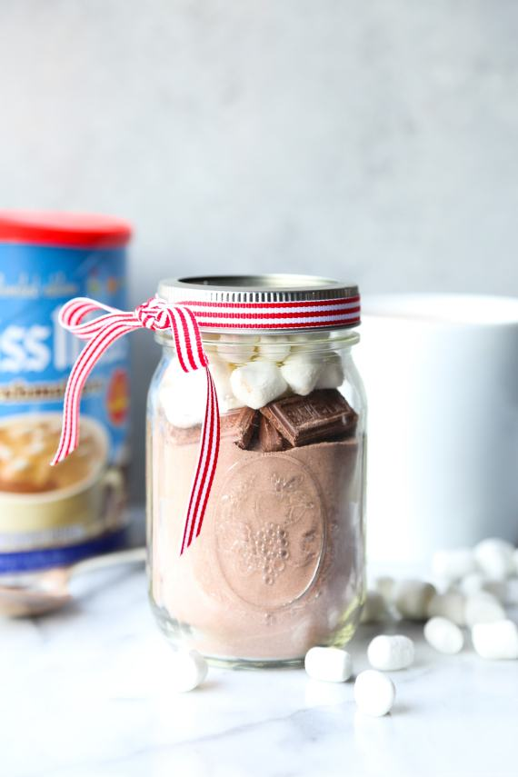 Hot Chocolate in a jar! Such a cute and easy gift idea!