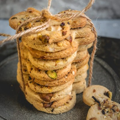 Eggless Kesar Pista Badam Biscuits | Saffron Cashew Almond Cookies