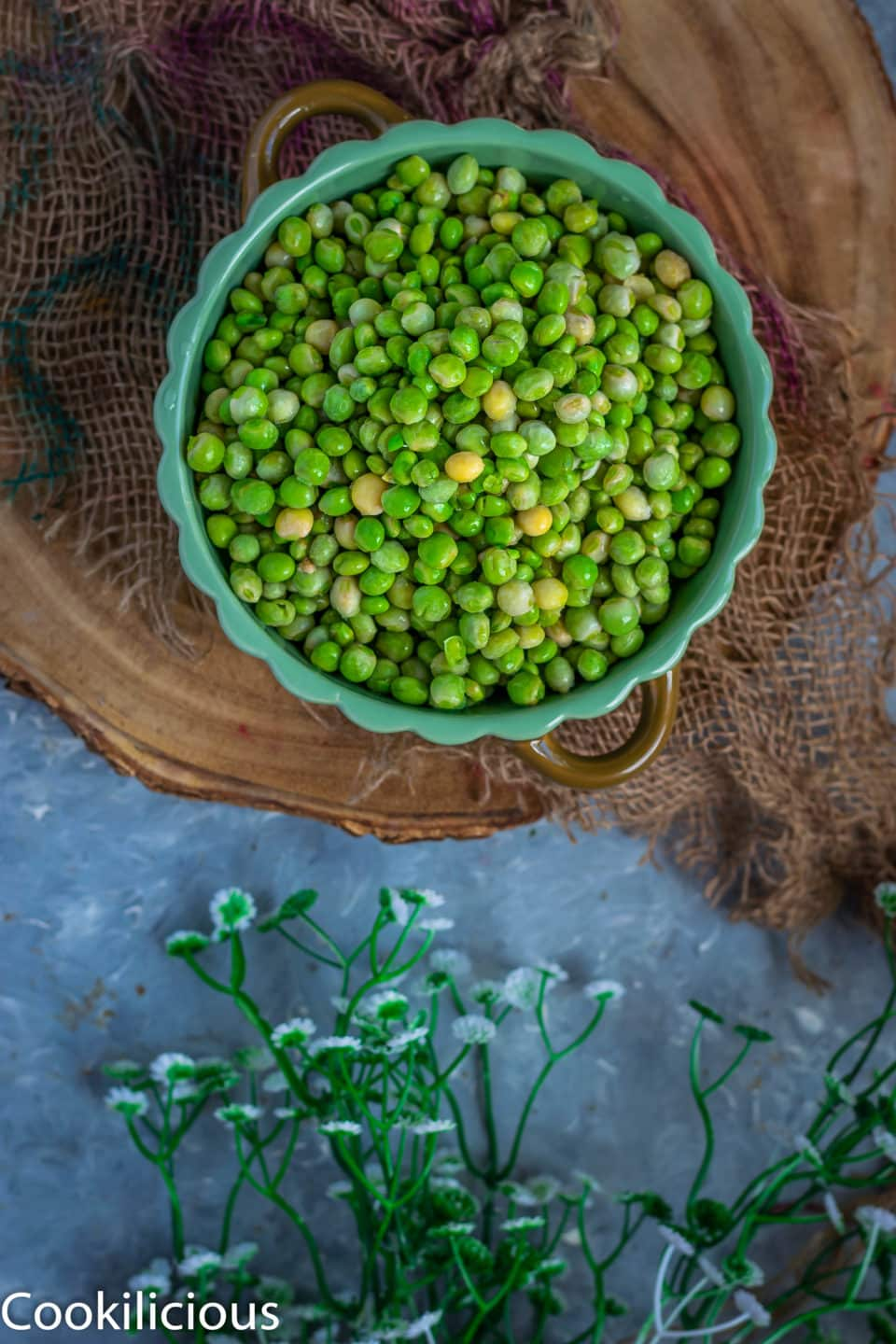 a bowl full of pigeon peas