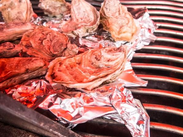 Die fertigen Austern öffnen sich automatisch