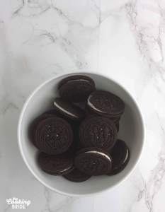 chocolate sandwich cookies in a white bowl