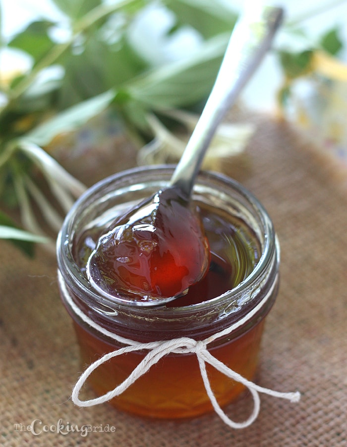 Transform those sweet smelling blooms into a tasty treat with this honeysuckle recipe. Honeysuckle blooms are infused with whole vanilla beans for a slightly sweet honey-flavored vanilla bean honeysuckle jelly.