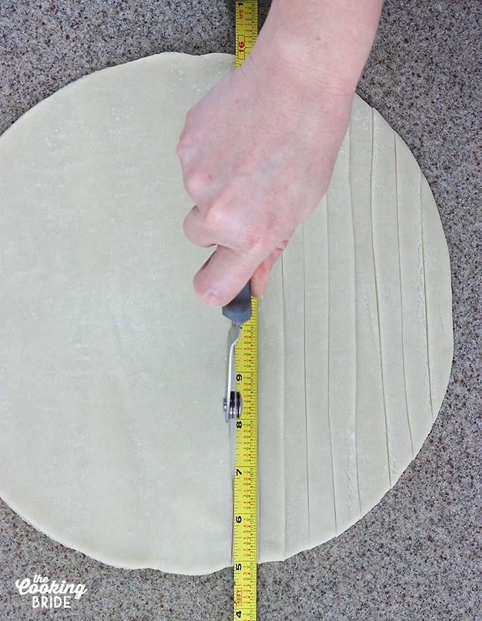 cutting lattice pie strips