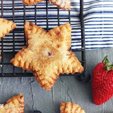 mixed berry fried pies