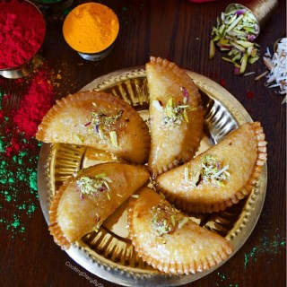 Gujia/Hand Pies filled with dry fruits