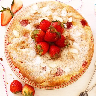 Strawberry & Almond Cake
