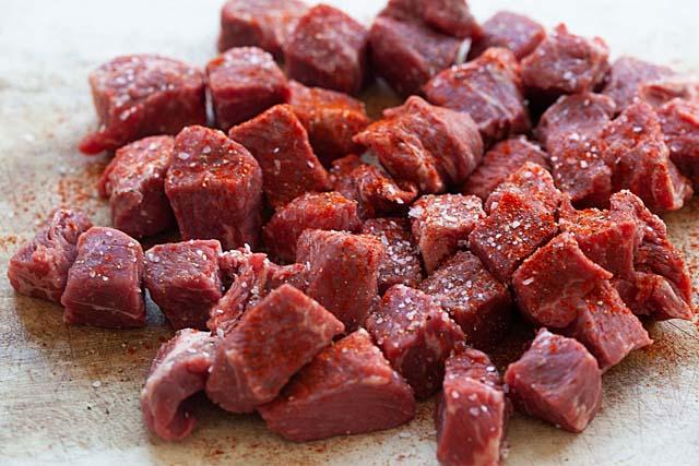 Garlic Butter Sirloin Steak Bites With Spicy Marinade