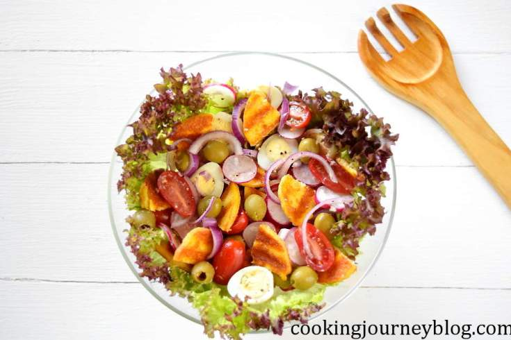 Summer salad: with vegetables, quail eggs and grilled cheese