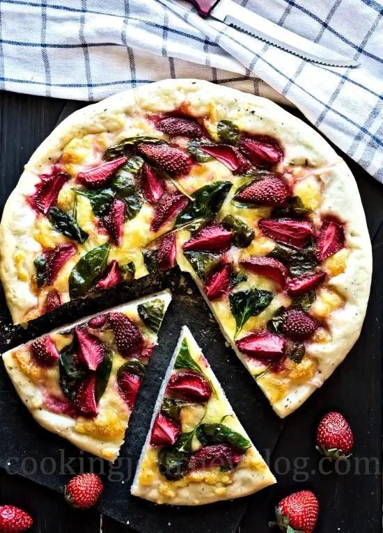 Mozzarella strawberry pizza, view from top