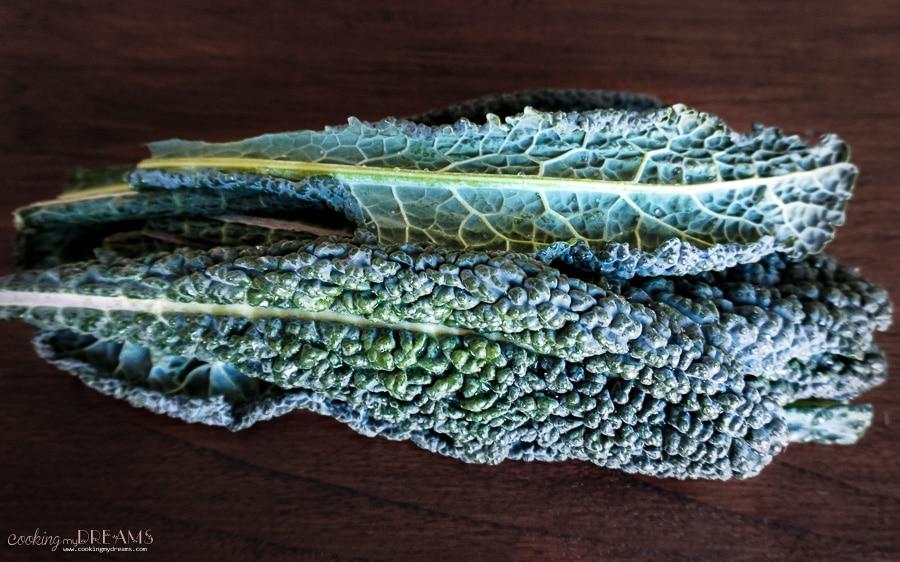 cavolo nero tuscan kale leaves raw