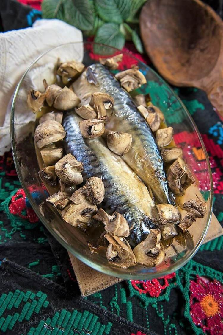 Mackerel and mushrooms