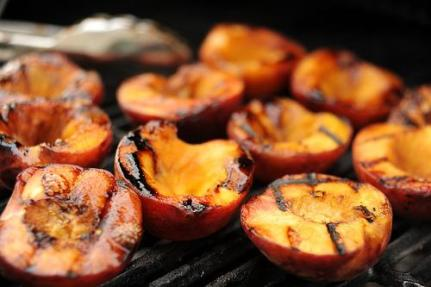 Grilled-Peaches 2