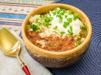 classic chili recipe with sour cream, chives, and cheddar cheese