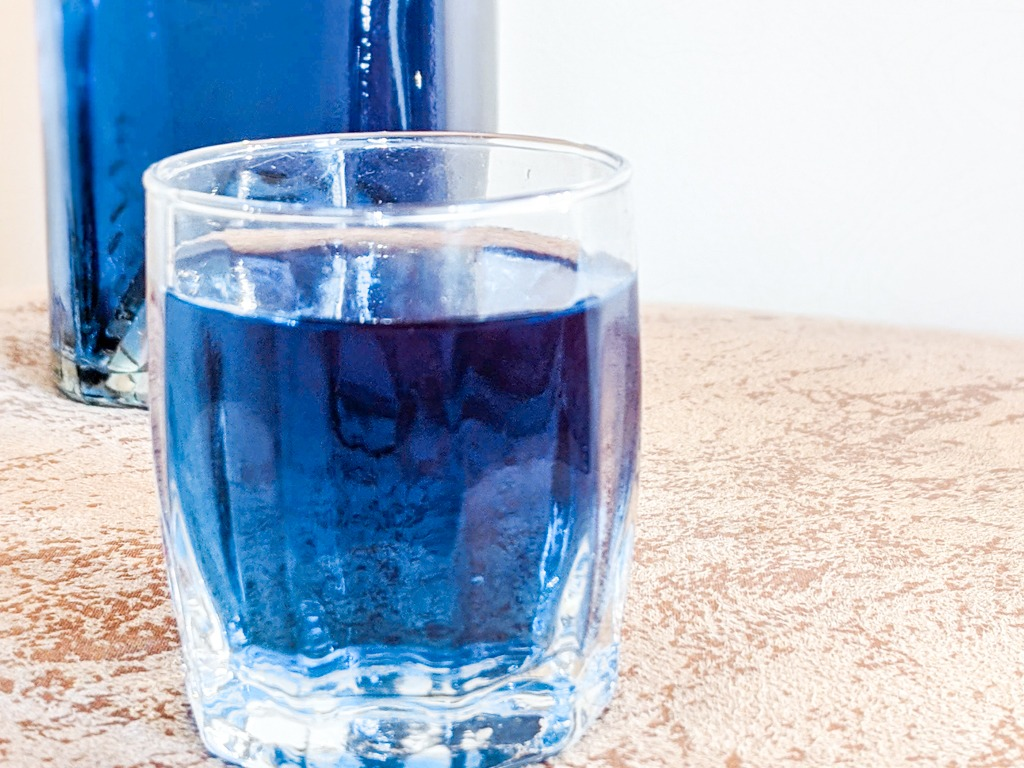 creme de butterfly a liqueur made from butterfly pea flower tea and vodka