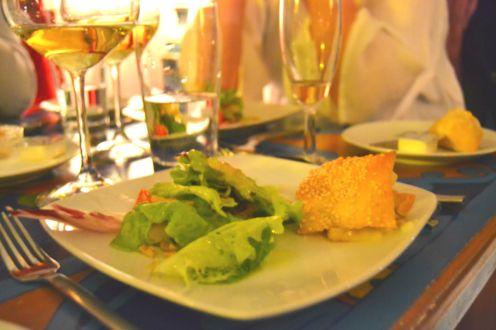 Folhado de pêra caramelizada com queijo gorgonzola