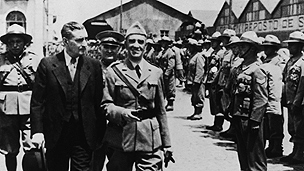 Oliveira Salazar during a visit to the troops that where about to leave to Africa colonies