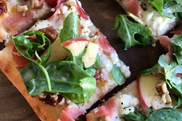 prosciutto, apple and goat cheese flatbread