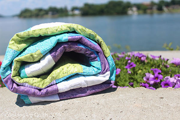 Floating pattern baby quilt
