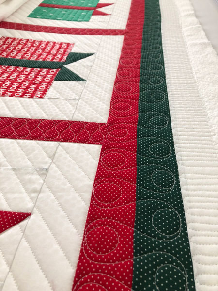 Border treatment on holiday gift box quilt