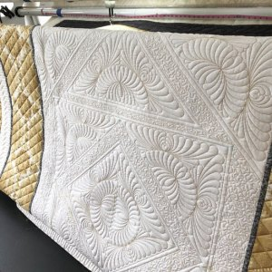 Medallion quilting center by Beth Sellers of Cooking Up Quilts