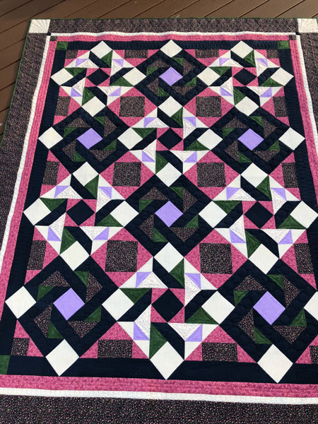 Shuriken quilt top, quilted by Beth Sellers of Cooking Up Quilts