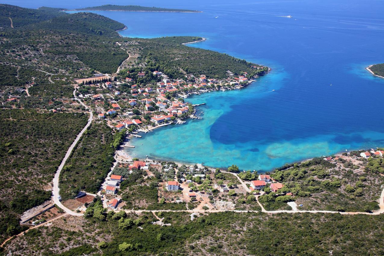 dalmatia-peljesac-loviste-croatia-1-l