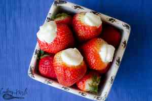 Strawberries 'n Cream are fresh strawberries filled with vanilla whipped cream frosting. This is a delicious, fresh and easy dessert.