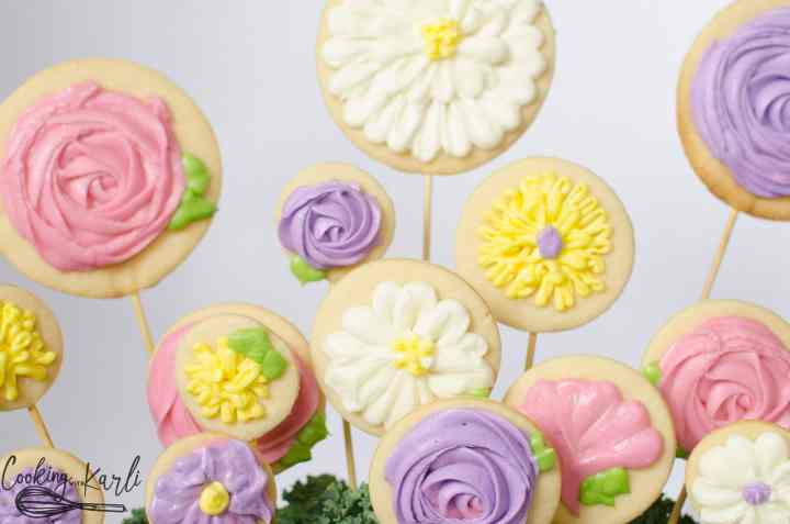 Sugar Cookie Flower, step by step buttercream decorating instructions.