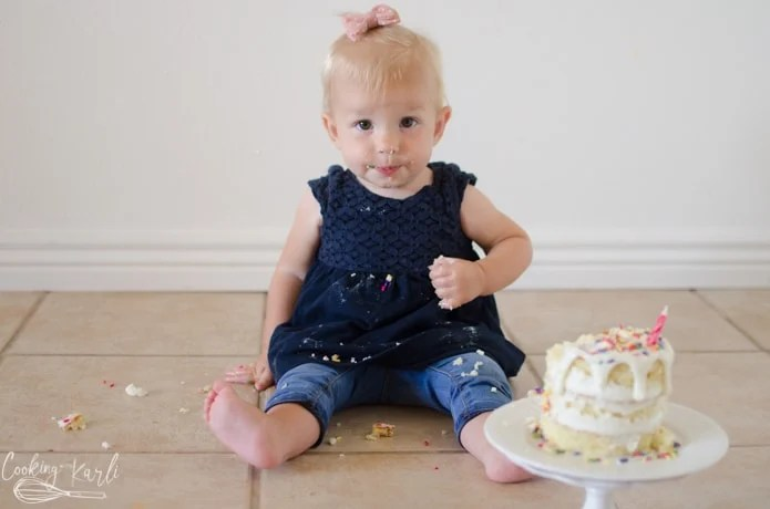 smash cake for first birthday pictures.