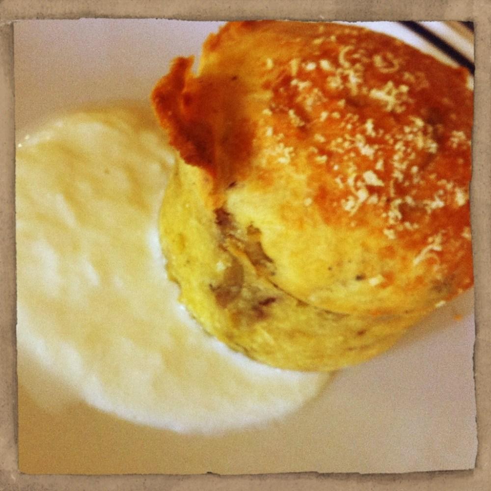 Antipasto invernale: muffin salati al radicchio rosso con fonduta di Asiago
