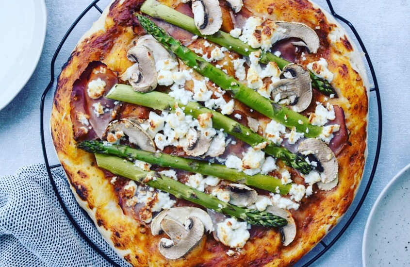Dinkel Vollkorn Pizza mit grünem Spargel