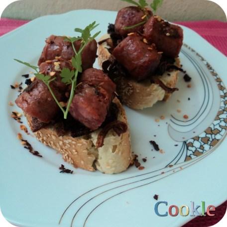Χωριάτικα λουκάνικα βρασμένα σε μπίρα https://cookleit.wordpress.com/2014/05/12/village-sausages-with-beer/
