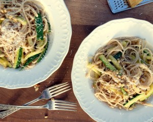 Low FODMAP Courgette and Pine Nut Pasta