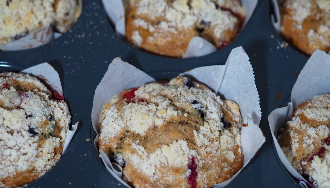 Banana-mixed berries muffin with almond streusel