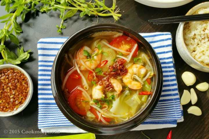 hot & sour shrimp soup - canh chua tom