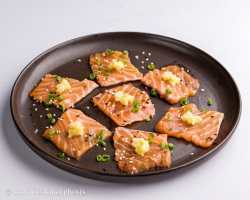 salmon sashimi with grated ginger and garlic
