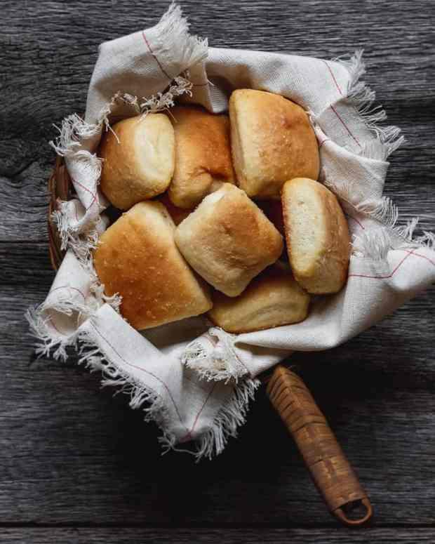 yeast rolls in napkin lined basket