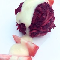 Raw beetroot and avocado balls (bolinhas de beterraba e abacate)