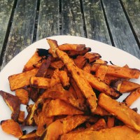 Crispy Baked Sweet Potato Fries (batata doce frita no forno)