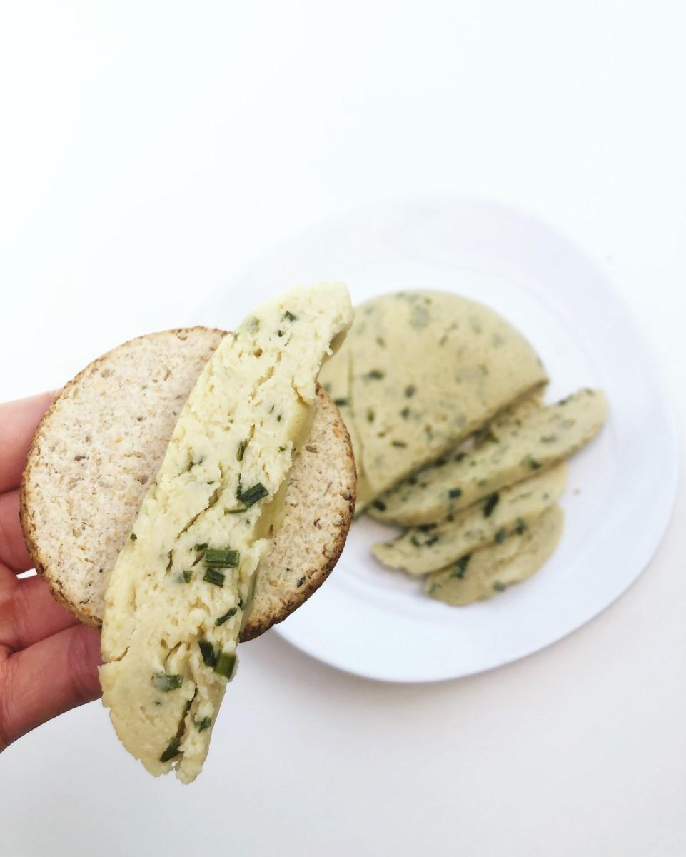 Cashew Chive Vegan Cheese (queijo vegano com cebolinho)