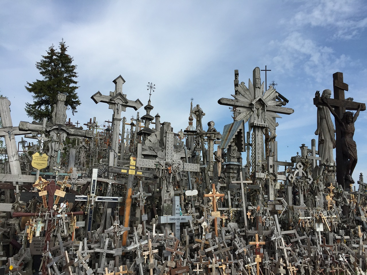How to get to Hill of Crosses from Vilnius