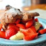 Chocolate Puffs with Fresh Strawberries