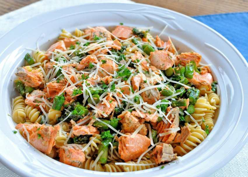 Salmon with Pasta and Asparagus