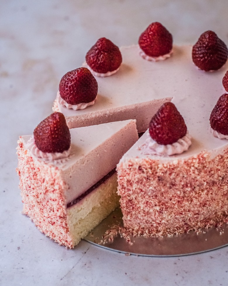strawberry double fromage cheesecake sliced