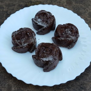Gluten-free banana and chocolate cupcakes