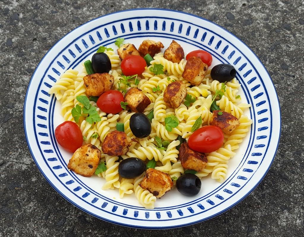 Spiced halloumi pasta salad