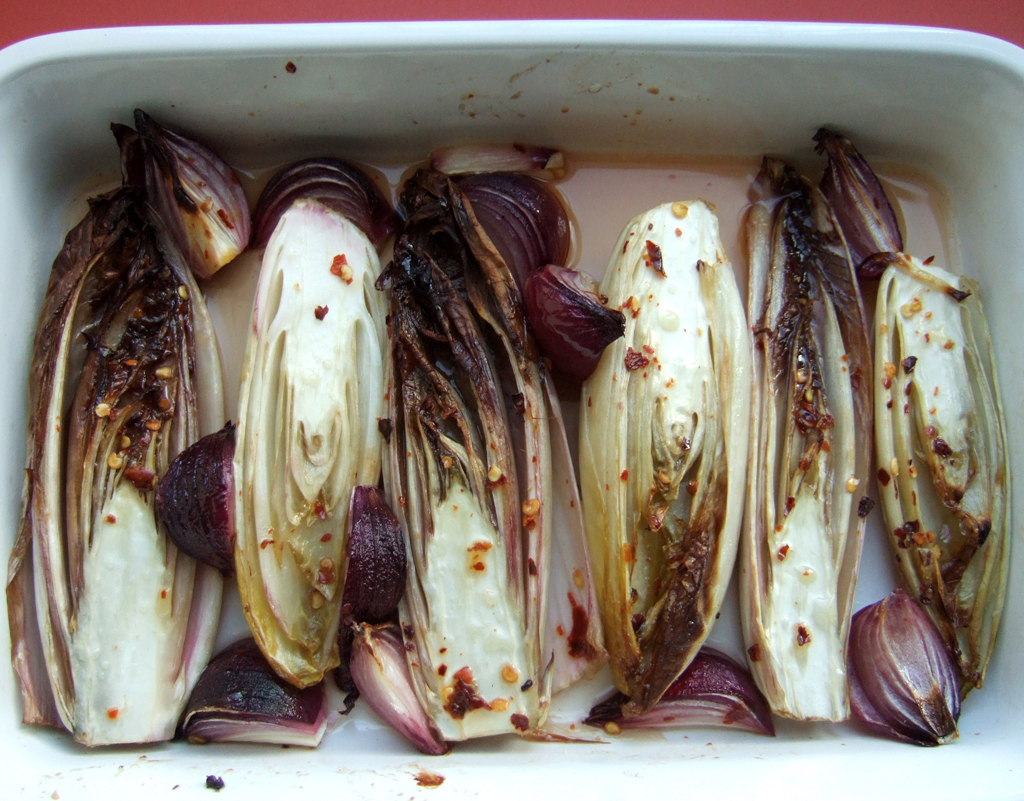 Baked chicory and red onion