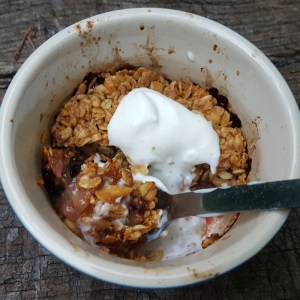 Peach & almond oaty crumble