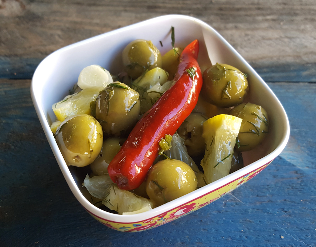Dill and lemon olives